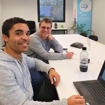 Trois collaborateurs OGI en réunion